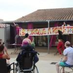 les animateurs organisent une journée sur le thème du cirque en séjour de vacances adapteés