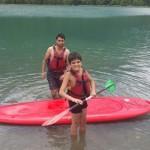 les enfants profitent d'une journée au lac en séjour de vacances adaptées